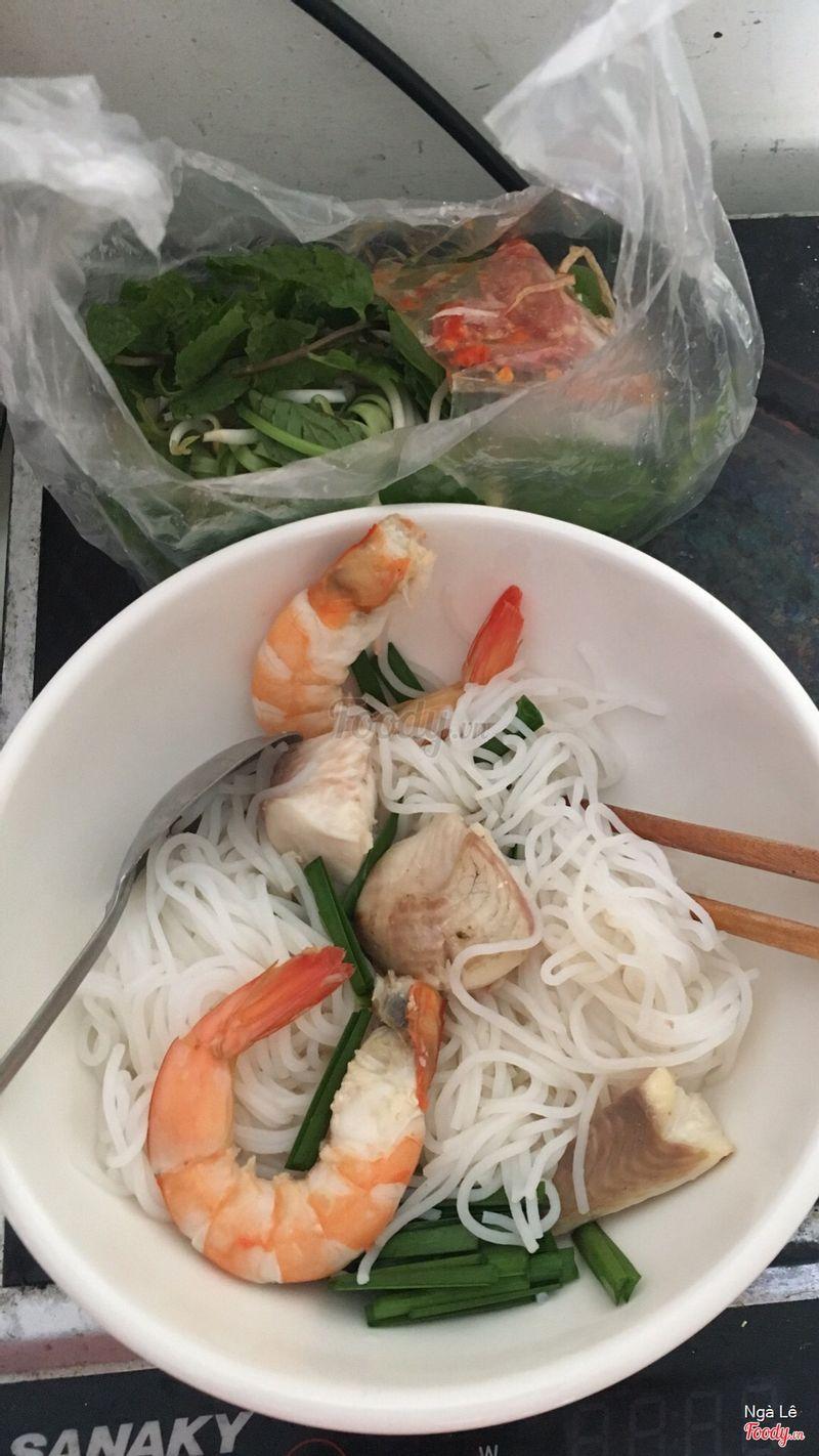 Mình mua online:) chưa đén quán nên ko biết không gian thế nào có sạch sẽ không, nhưng mà thức ăn ngon lắm, khi nào có dịp ghé ăn trực tiếp