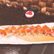 Sushi cuộn cá hồi