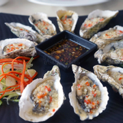Hàu sốt tỏi - Grilled oyster with garlic sauce