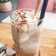 Cafe đá xay socola (45k). Lớp kem ngọt, hơi béo.