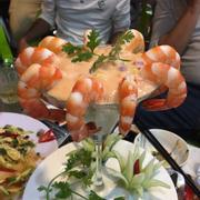 Món tôm thủy tinh 886 kích thích vị thèm ăn của thực khách bởi nước chấm béo béo và những hạt rau củ cắn vào bùi bùi kèm theo đó là vị ngọt của tôm biển bảo đảm khách ăn xong không bao giờ khỏi sự thèm thuồng. Món mới đáng thử ^^