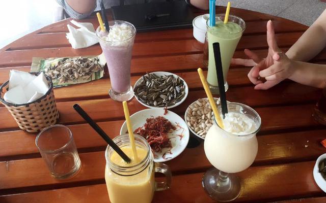 Lá Cọ Cafe - Đông Quan