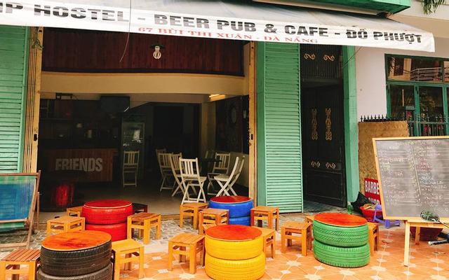 Friends - Trip Hostel - Beer Pub & Cafe