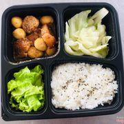 Hộp cơm trưa quá chất lượng.cơm rất nhiều mình ăn no căng cả bụng mà ko hết cơm.