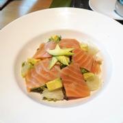 Salad cá hồi với bơ