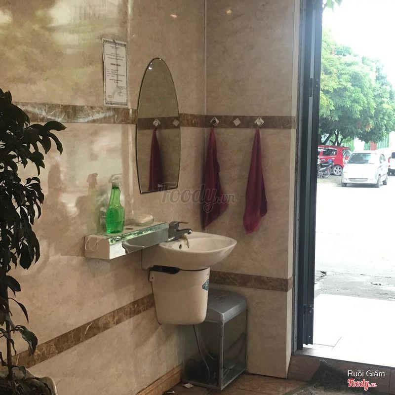 Có bồn rửa tay & xà bông cho khách, rất chu đáo