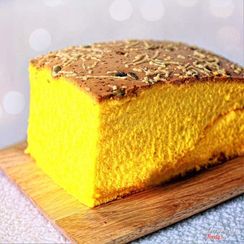 Bánh bông lan bí đỏ