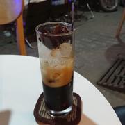 Cafe có thêm đá cafe nhìn cũng hay hay, uống không bị đá tan ra  nhạt cafe.