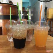 Cafe thơm ngon, sữa tươi thơm ngọt, cam ngọt màu đậm.