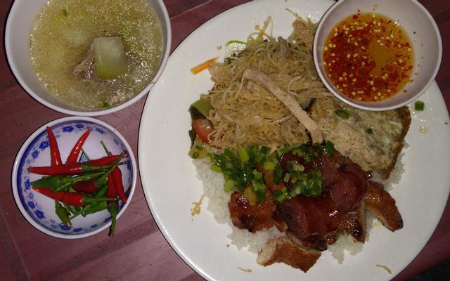 Chị Hương - Cơm Trưa Bình Dân Chị Hương