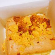 Bánh bông lan chà bông trứng muối phomai