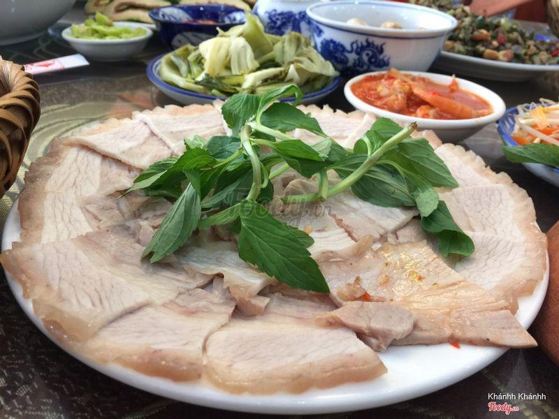 Thịt luộc chấm mắm tôm Huế