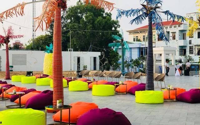 Cocoon Beach Lounge