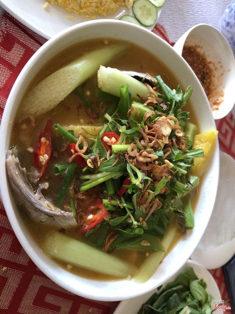 Canh chua cá (rất nhiều cá)