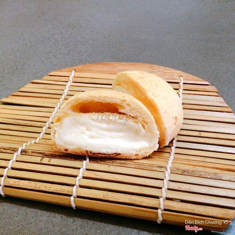 Bánh Su Singapore