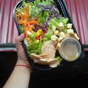 Lần đầu gọi salad ở đây mà ưng quá, trong ảnh là sald Chicken Balsamic Salad