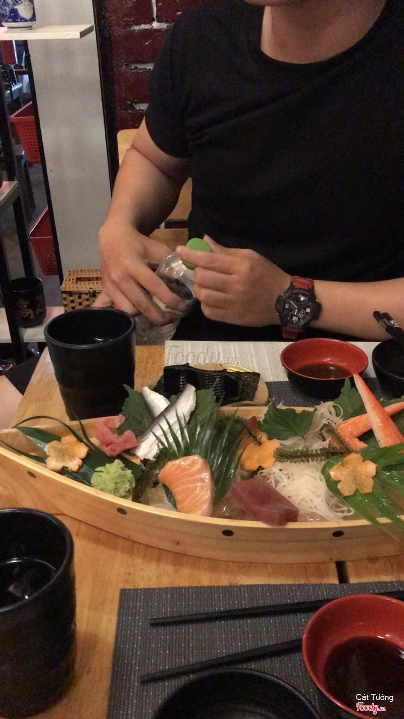 SASHIMI WITH MY ❤️ IN THE BACKGROUND 🤣