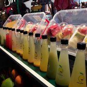 Nước ép được bày bán khá giống với các khu phố đi bộ ở Thái Lan