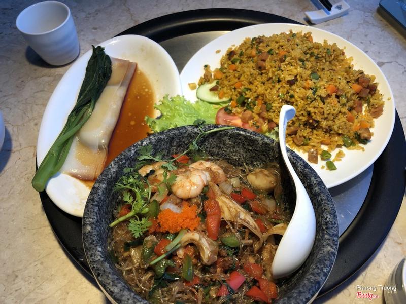 Miến xào hải vị, cơm rang dương châu, bánh cuốn sò điệp