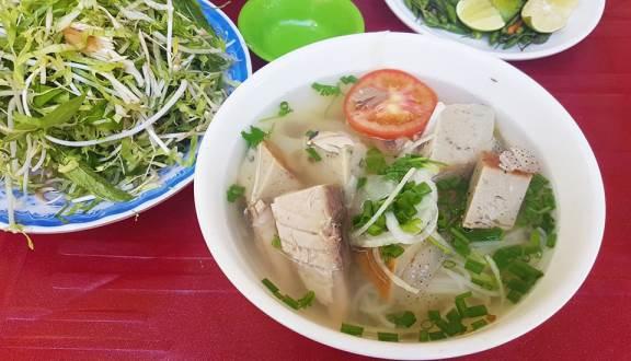 Cô Lý - Bánh Canh, Bún Chả Cá Ninh Hòa & Chè Chuối Nướng