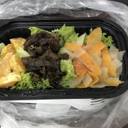 1 suất salad bò giá 90k, khác hẳn hoàn toàn trong ảnh minh hoạ. Mình nghĩ chủ quán nên thiết kế lại mốn ăn này, vì nó ko hợp kho gọi là salat, thịt thì mặn-ngọt lẫn lộn. Salat nó phải có sốt ấy. Hy vọng với 90k mình có thể ăn trưa với 1 món khác ngon hơn rất nhiều.