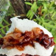 Bánh bao xá xíu phô mai Vỏ bánh mềm xốp Nhân xá xíu phô mai khiến các bé mê tít :) Hộp 4 bánh