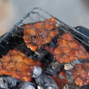 Thịt mễn nướng - Mễn là 1 con tương tự như con nai, mình tìm trên Wiki thì họ bảo là hoẵng. Thịt được ướp rất đều, có tẩm mè :3