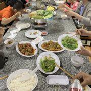 Món ăn tươi ngon,phục vụ  thân thiện và vui vẻ,giá phải chăng, chỗ ngồi thoáng mát, sạch sẽ,chắc chắn sẽ quay lại