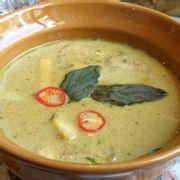 Cà ri xanh với tôm và cổ hũ dừa