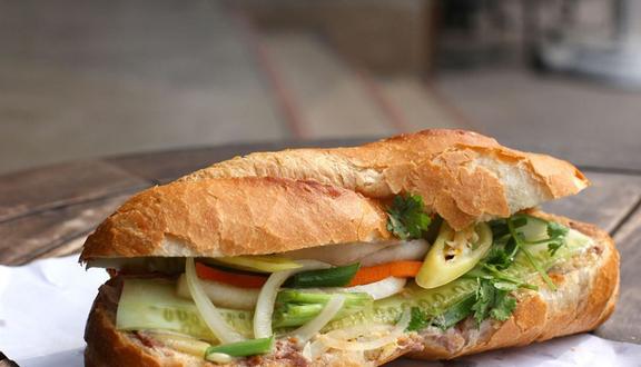 Bánh Mì Gà Quay