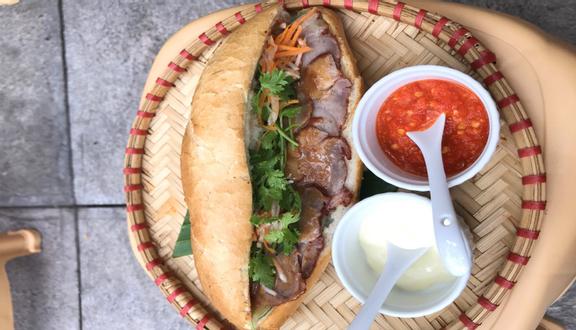 Tiệm Cô Ba - Bánh Mì & Nước Ép Trái Cây Tươi