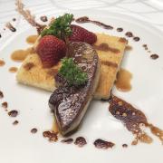 Gan ngỗng áp chảo và dầu nấm truffle