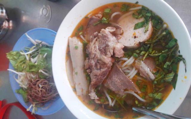 Cô Hoa - Mì Quảng & Bún Bò Giò Heo