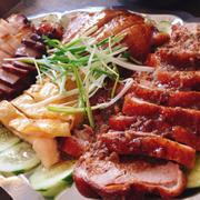 Thập cẩm lớn gồm vịt quay, gà luộc, gà xì dầu, heo quay, xá xíu 380k cho 5 người ăn