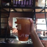 Rất thích uống trà đào cam xả ở quán 10đ cho chất lượng , mong là quán để ý vệ sinh hơn chút