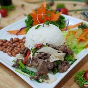 CƠM BÒ XÀO MĂNG TRÚC: Bò mềm thịt, măng vẫn giữ được độ giòn tự nhiên, ăn đậm đà, đưa cơm, lạ miệng - 45K/suất