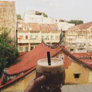 Kafé Bailey - có một ít rum nhưng không nồng, vị béo, ít ngọt, thơm.