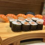 Sushi set cá hồi