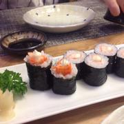 Sushi ngon, phục vụ rất dễ thương, đầu bếp là ng Nhật cực thân thiện luôn. Giá cũng ok nữa. Quán cực sang chảnh :* có dịp sẽ ghé lại