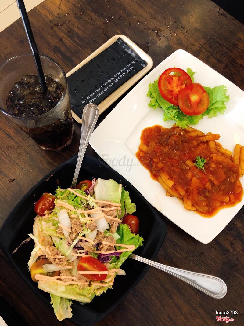 Nui sốt bò & salad cá ngừ