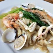 M11. Seafood Hor Fun (Hải sản quay tiêu)
