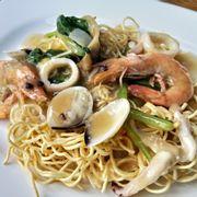 M12. Seafood Crispy Noodle (Shen Mian) (Mì giòn hải sản)