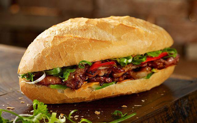 Bánh Mì Thịt Nướng Cô Út