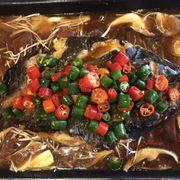 Cá lăng sốt huyết Trùng Khánh. Huyết vịt và nấm lót dưới cá. Rất thơm và ngon.
