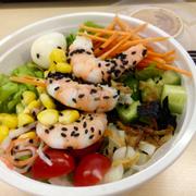 Salad rất tươi, ngon, nhìn đẹp muốn xỉu 😄, chị chủ khá dễ thương 😘, ship nhanh. Lần sau sẽ ghé nữa 🍣🍱