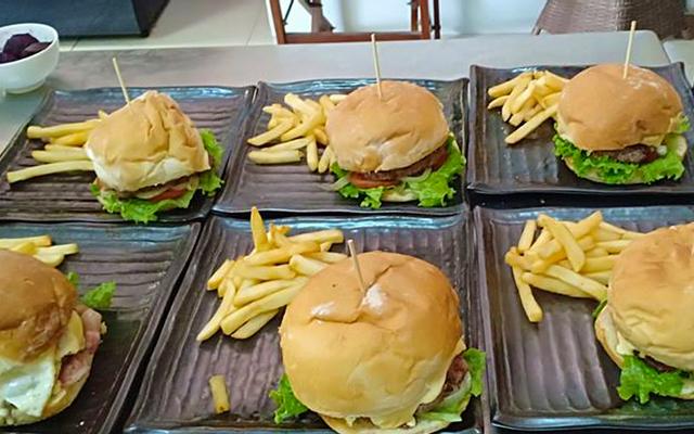 Kangaroo Bar & Burger