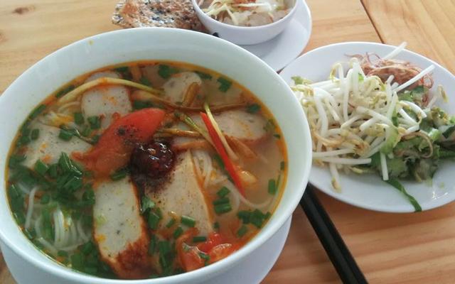Chị Linh - Bún Chả Cá & Nem Nướng