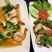 vegetable mixed with shrimps & spicy squid salad
