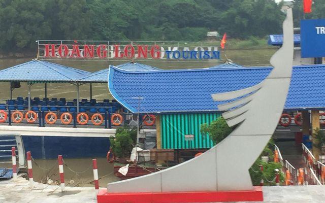 Nhà Hàng Du Thuyền Hoàng Long