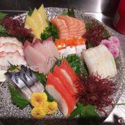 Lần đầu mình đi ăn sashimi  .tuy vào ngày lễ rất đông khách . nhưng đồ ra vân nhanh .đồ ăn ngon . nhân viên thì nhiệt tình chu đáo . Nhất định sẽ quay lại